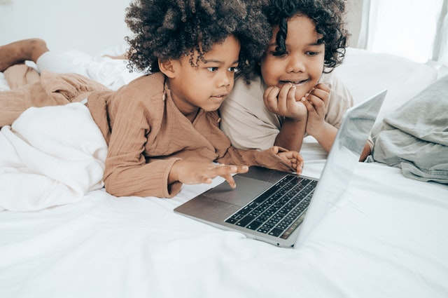 kids using laptop with internet
